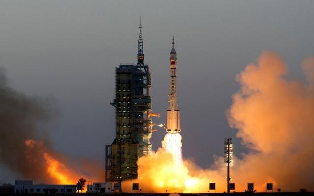 Китай отправил в космос самую длительную экспедицию за свою историю