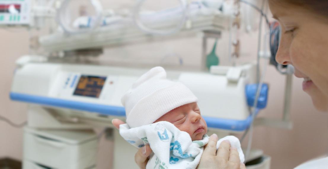 Европейские неонатологи испытывают новое медицинское оборудование для спасения недоношенных младенцев