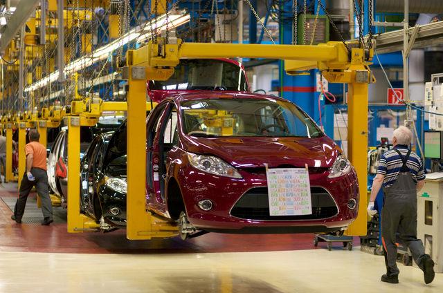Форд «режет» производство