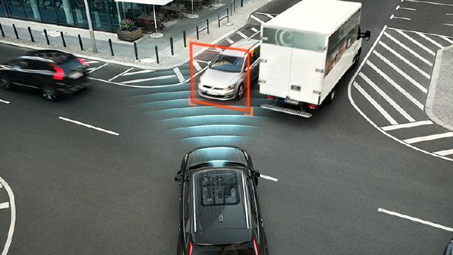 Автомобили Volvo получат облачную технологию предупреждения об опасности