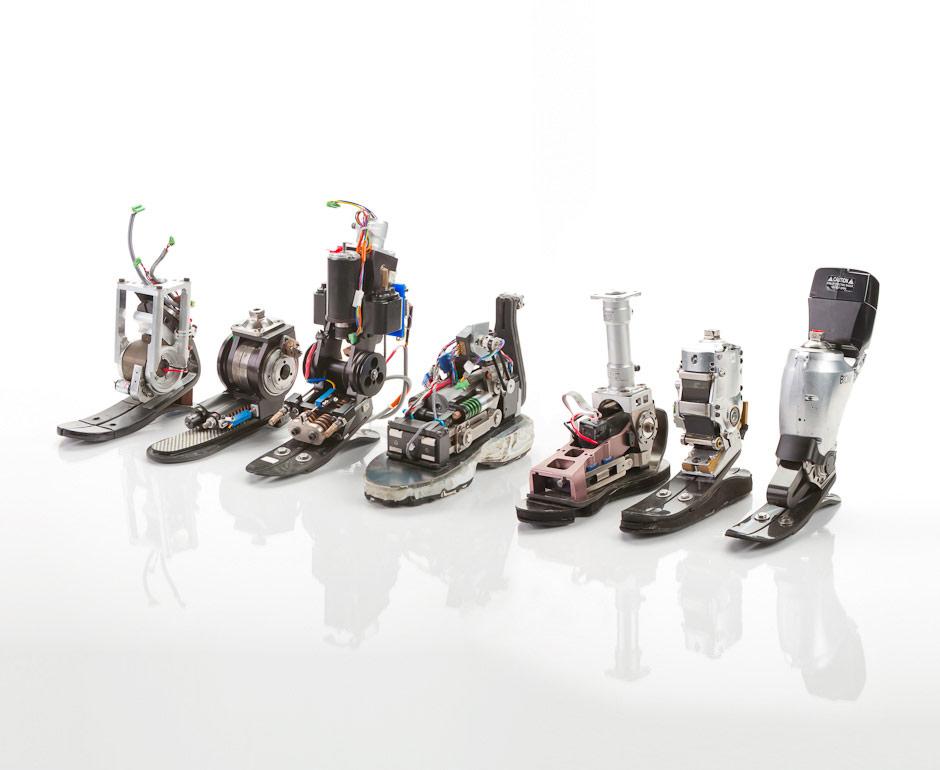 Парень на электронных ногах занимается альпинизмом без каких-либо ограничений