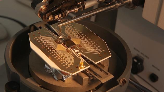 Первый квантовый компьютер размером с футбольное поле