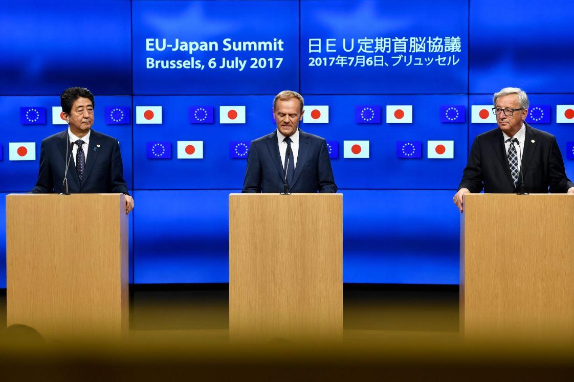 ЕС и Япония договорились подписать историческое соглашение о свободной торговле
