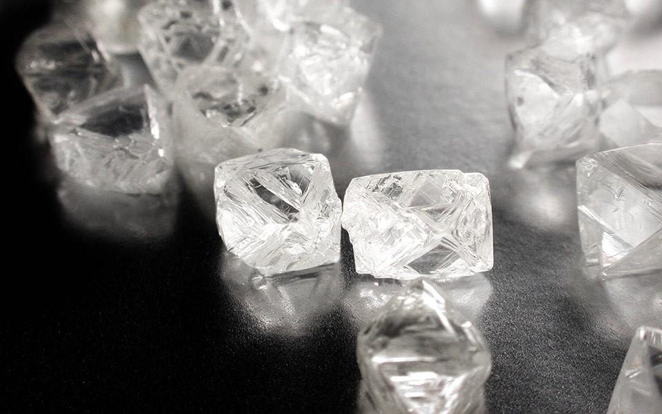 De Beers сократила продажи необработанных алмазов