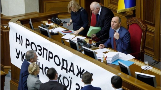 Совет продлил мораторий на продажу земли до 2019