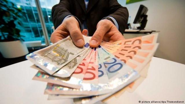 НБУ на полгода продлил обязательную продажу половины валютной выручки