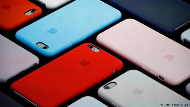 Против Apple судятся из-за замедления старых моделей iPhone