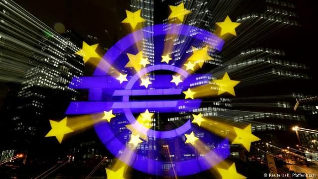 Евро рекордно укрепляется на фоне ожиданий изменения политики ЕЦБ
