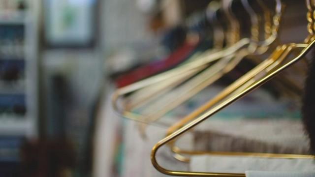Одежда с чужого плеча: почему в мире снижается спрос на секонд-хенд?