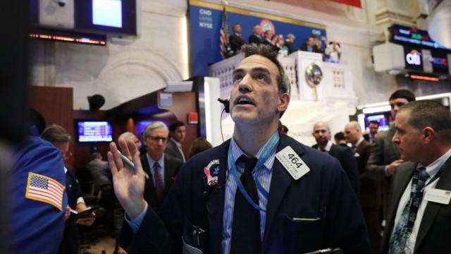 В США произошло рекордное падение фондового индекса Доу-Джонса