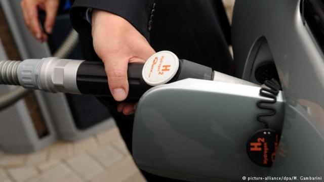 Без бензина и тока: водородные автомобили в ФРГ (видео)