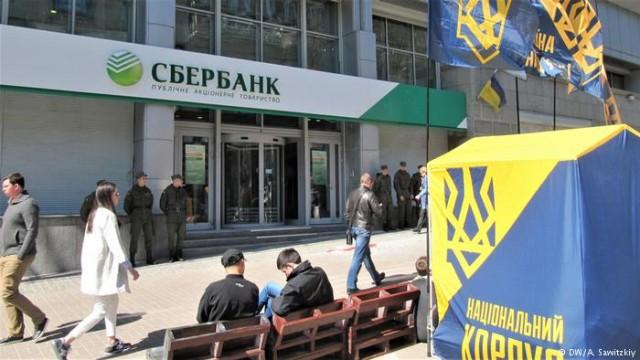 Год санкций: что случилось с российскими банками в Украине