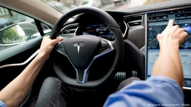 Tesla отзывает 123000 автомобилей