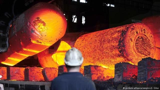 Меркель планирует добиться от США отказа от пошлины на металлы
