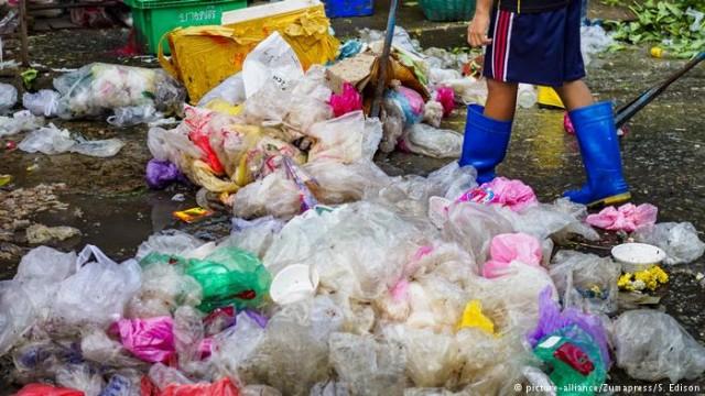 Немецкое ноу-хау: стиральная машина для пластикового мусора (видео)