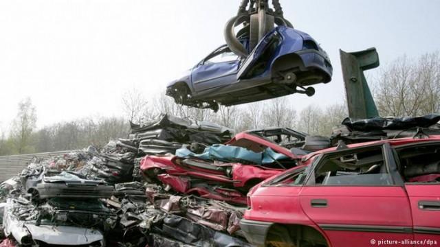 Как ищут автозапчасти немецком автоцвинтари (видео)