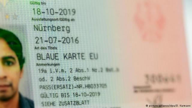 """Большинство экс-владельцев """"голубых карт"""" остаются в Германии"""