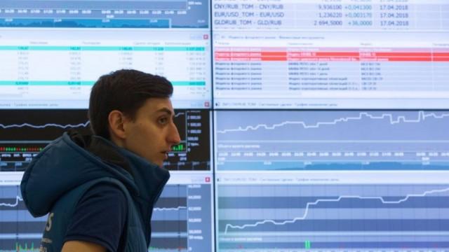 Новые санкции США обвалили рубль до двухлетнего минимума