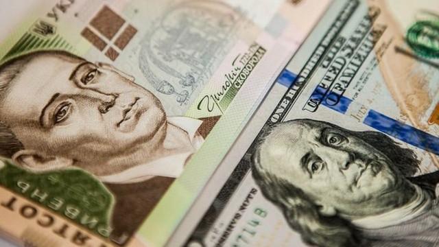 """НБУ не видит """"фундаментальных причин"""" для падения гривны, но валюту продает и дальше"""