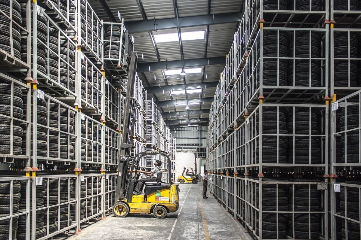 Подъемное оборудование для обслуживания складов
