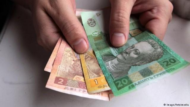 Премьер Украины обещает повышение минимальной зарплаты со следующего года