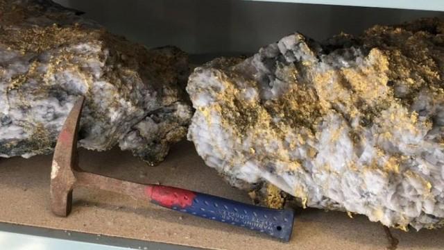 В Австралии нашли гигантские камни с золотом