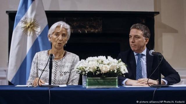 МВФ увеличивает кредитную помощь Аргентине к 57000000000 долларов США