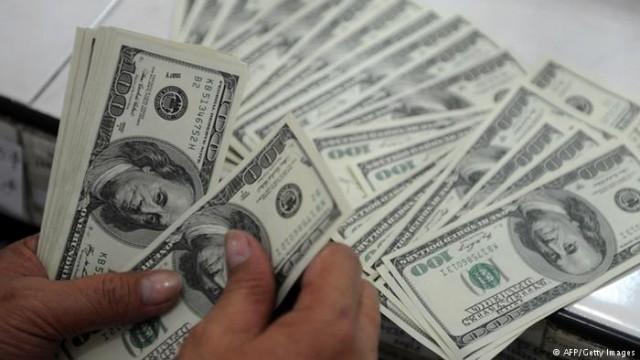 В Украине иностранная валюта идет в интернет