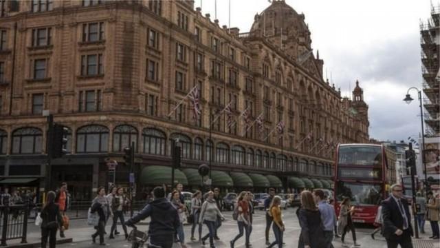 В Британии арестовали женщину, которая потратила 16 млн фунтов на шопинг: почему?