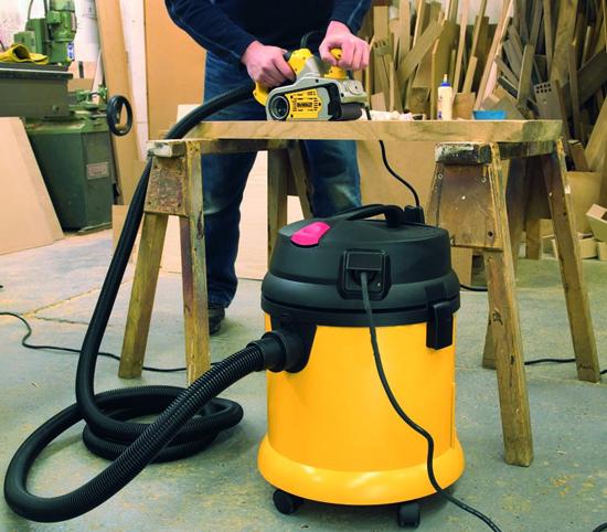 Уборка с помощью профессионального пылесоса