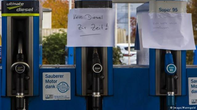 Нехватки горючего: в Германии просят разрешить бензовозам ездить на выходных