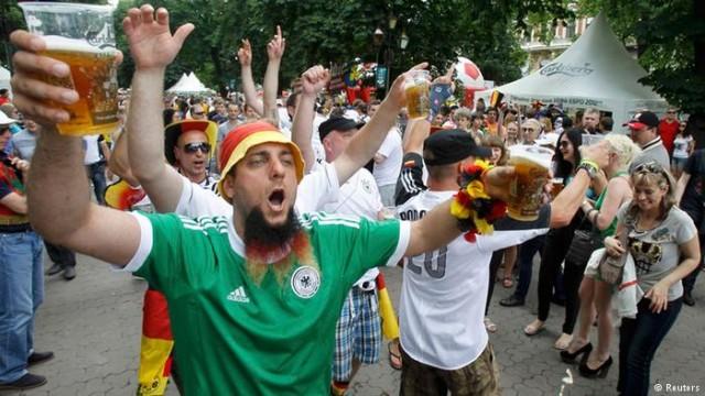 """92 евро за ящик пива Катар вводит """"греховный"""" налог на алкоголь"""