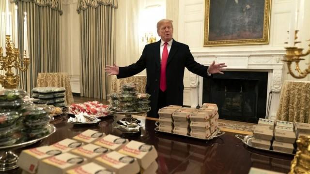 Дональд Трамп заказал более 300 бургеров в Белый дом. Почему?
