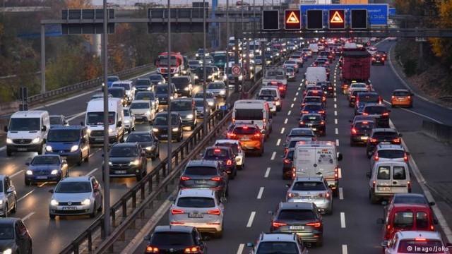 Немецкие автобаны: 459000 часов в пробках за год