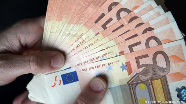 """""""Под матрасом"""" или в банке: у немцев на руках более шести триллионов евро"""