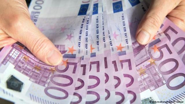 Центробанки 17 стран ЕС прекратили выпускать банкноты в 500 евро