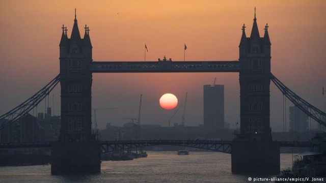 Brexit толкает треть британских фирм к переезду из Великобритании - опрос