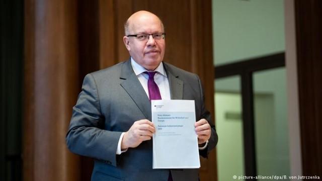 """Правительство Германии хочет защищать концерны от """"враждебных поглощений"""""""