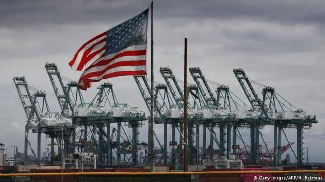 Торговый дефицит США достиг максимума за 10 лет