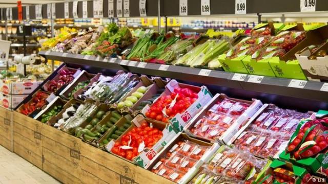 """Помидоры с привкусом """"рабства"""": чего стоят испанские овощи и фрукты (видео)"""