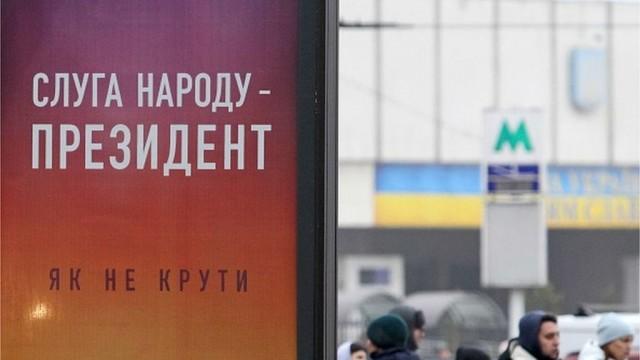 Декларации Порошенко и Зеленского: какие доходы лидеров гонки