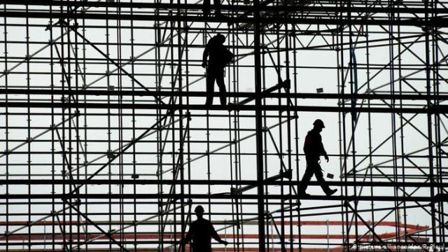 Какие последствия имеет массовая трудовая эмиграция украинский?