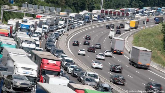 Почти 300000 жителей Германии регулярно ездят на работу за границу