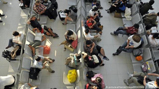Спасти отпуск: что делать пассажирам, если отменили или задержали рейс (видео)