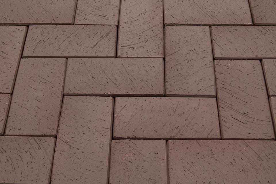 Клинкерная брусчатка и бетонная плитка: какому материалу отдать предпочтение?