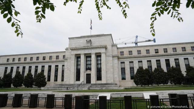 ФРС США снизила базовую процентную ставку впервые за 10 лет