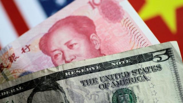 Почему юань падает