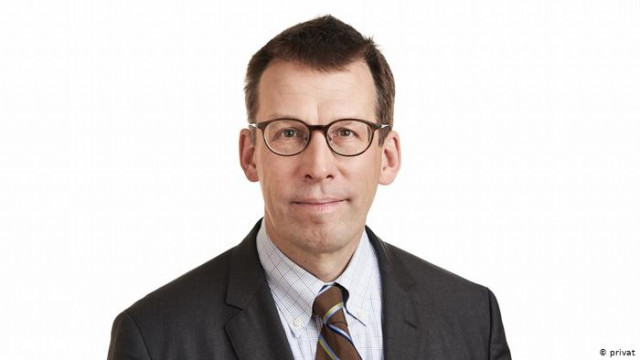Член наблюдательного совета УЗ Кристиан Кун: дорогие билеты не спасут компанию
