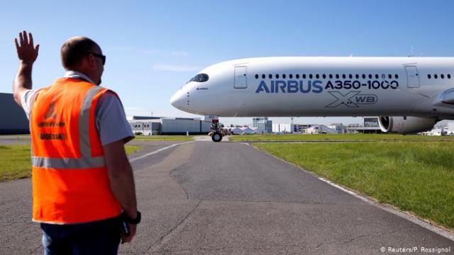 В США начали действовать штрафные пошлины на европейские самолеты, вино, сыр и масло