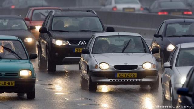 Нидерланды ограничили скорость на автобанах до 100 километров в час